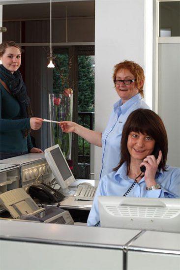 Mitarbeiterinnen im Empfang