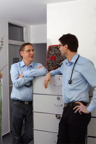 Die beiden Ärzte im Gespräch